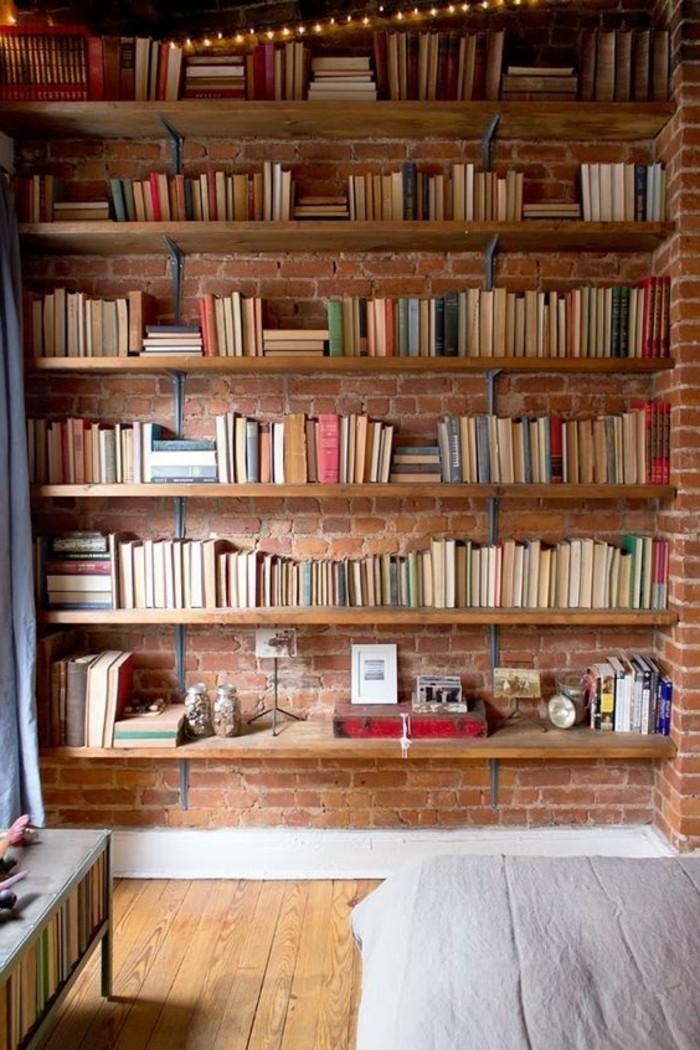 etagere-bibliotheque-design-industriel-et-mur-en-briques